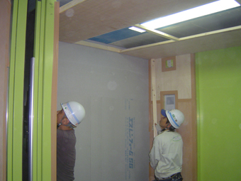 荷物用エレベーター養生 天井